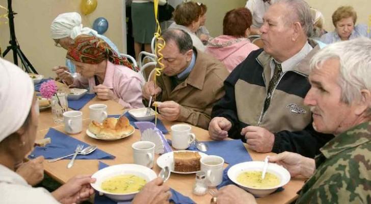 В Уфе депутаты-коммунисты бесплатно кормят нуждающихся граждан