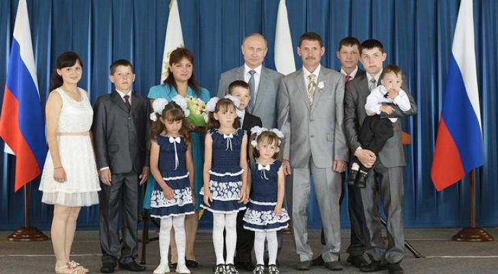 Президент России Владимир Путин лично наградил многодетную семью Хайдаршиных из Башкирии
